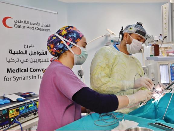 Photo of الهلال الأحمر يُجري 40 عملية جراحية للاجئين السوريين في تركيا