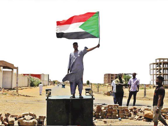 Photo of الإمارات تفرض وصايتها على السودان