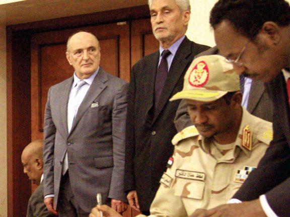 Photo of السودان: العسكر وقوى الحرية يوقعون الاتفاق السياسي