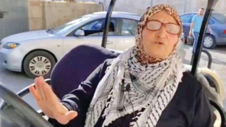 Photo of «توك توك الحاجة نفيسة» يمضي نحو الأقصى رغم الاحتلال
