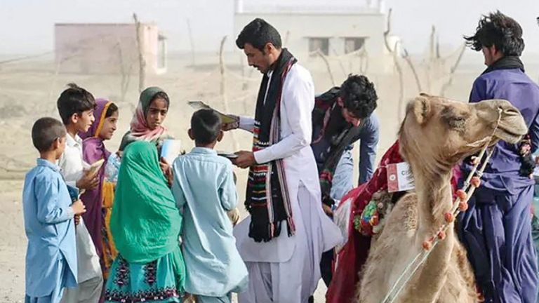 Photo of الجمل روشان يحمل الكتب لأفقر أطفال باكستان