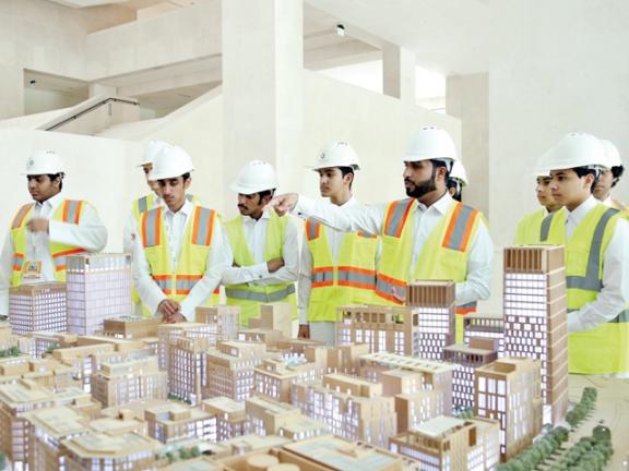 Photo of أكاديمية المهن تعرف الطلبة القطريين بفرص العمل