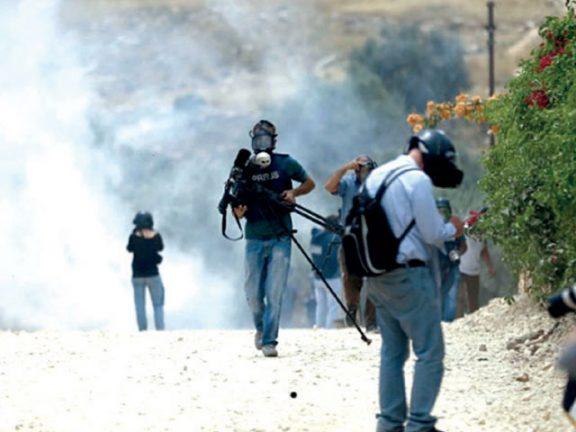 Photo of إصابة أربعة فلسطينيين برصاص الاحتلال