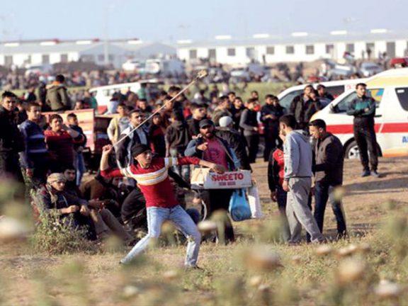 Photo of غزة: 42 مصاباً برصاص الاحتلال بجمعة يوم الأسير