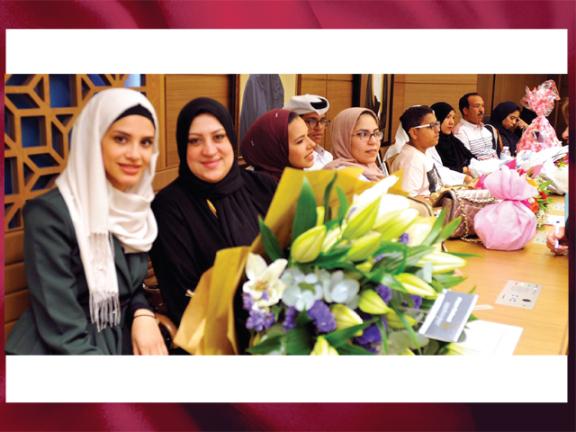 Photo of الراية  ترصد مشاريع تخرج طلبة الإعلام بجامعة قطر