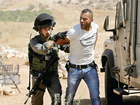 Photo of الضفة: شهيد والاحتلال يشن مداهمات واعتقالات