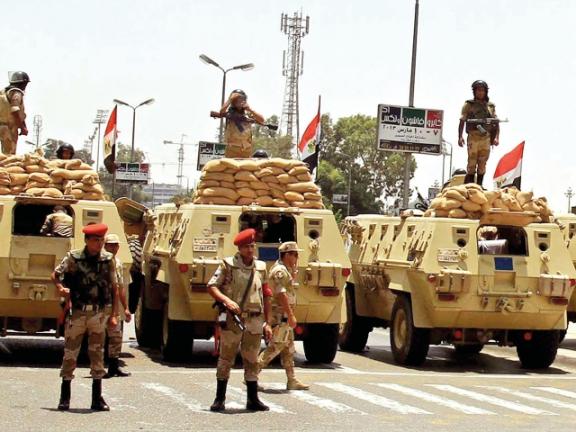Photo of رواتب الجيش والشرطة تكذب مزاعم السيسي
