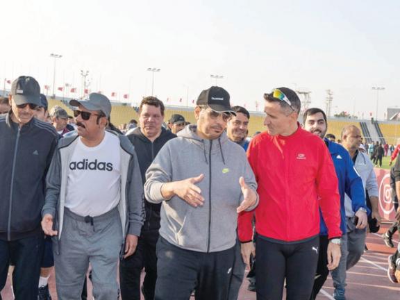 Photo of رئيس الوزراء يشارك في فعاليات الداخلية بنادي قطر