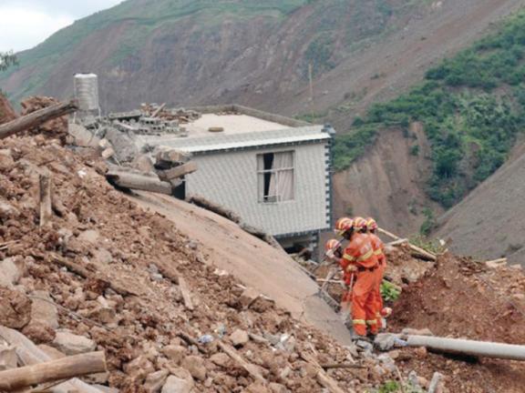 Photo of بيرو: 7 قتلى في انهيار أرضي