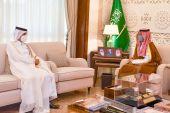 Photo of نائب أمير المنطقة الشرقية في السعودية يجتمع مع القائم بالأعمال القطري