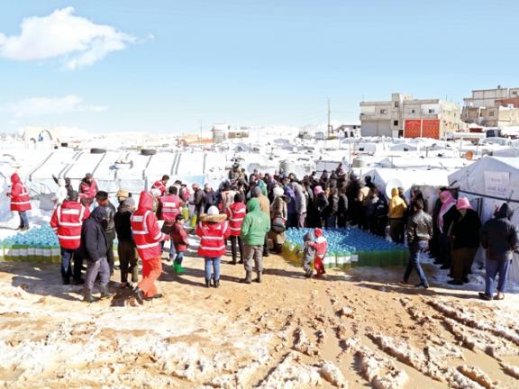 Photo of الهلال الأحمر يوزّع وقود التدفئة على اللاجئين السوريين في لبنان