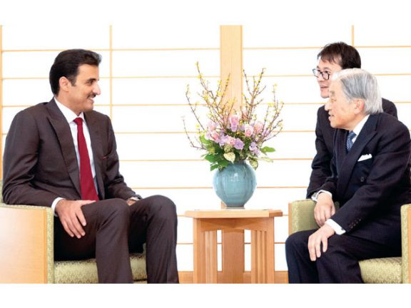 Photo of صاحب السمو وإمبراطور اليابان يستعرضان العلاقات
