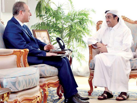 Photo of د. المري يجتمع مع مدير المعهد العربي لحقوق الإنسان