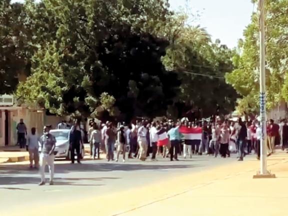 Photo of البشير يصف المحتجين بالخونة والعملاء والمرتزقة