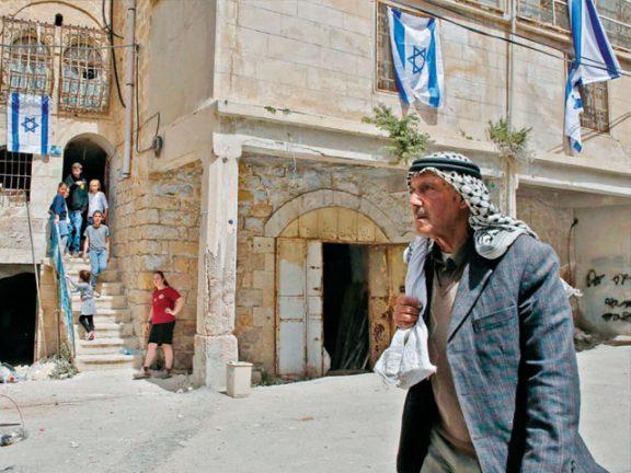Photo of القدس: طرد مئات الفلسطينيين من منازلهم