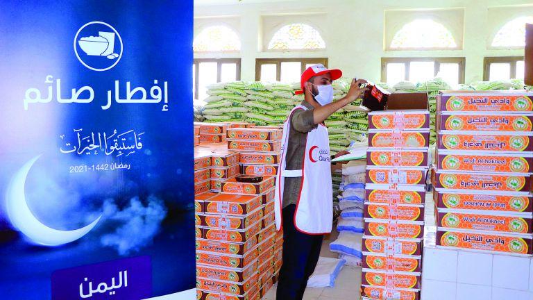 Photo of 200 ألف مستفيد من مساعدات الهلال الأحمر في 5 دول