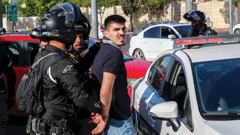 Photo of قوات الاحتلال تعتقل ثلاثة شبان فلسطينيين في قطاع غزة