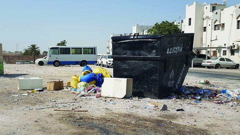 Photo of أرض فضاء خلف سوق المعاضيد مكب للمخلفات