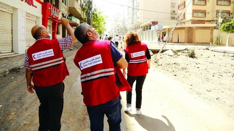 Photo of الهلال الأحمر يغيث المتضررين في غزة والضفة الغربية