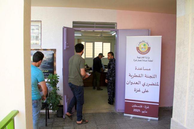 Photo of اللجنة القطرية توزع مساعدات إغاثية عاجلة لأهالي الشهداء والمتضررين في قطاع غزة