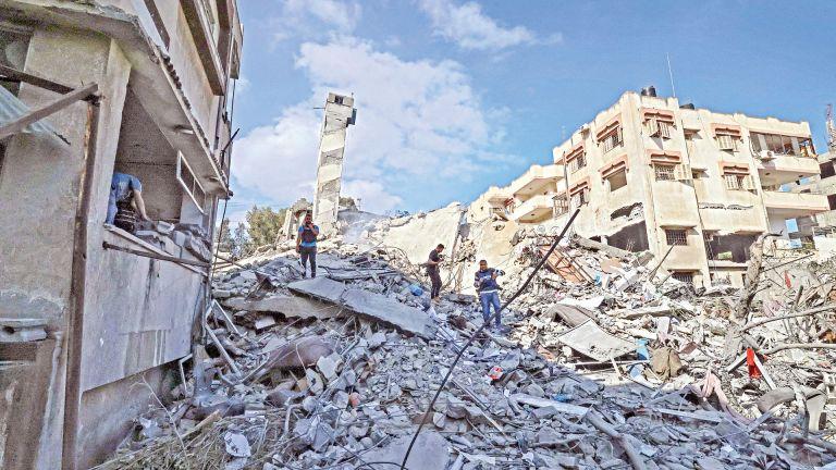 Photo of الاحتلال الإسرائيلي يجدد قصفه لعدة مواقع بقطاع غزة