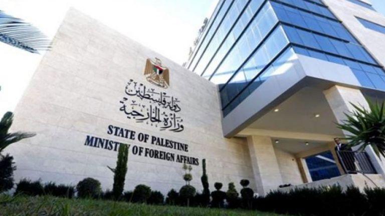 Photo of الخارجية الفلسطينية تحمل حكومة الاحتلال مسؤولية جرائم المستوطنين في الضفة الغربية