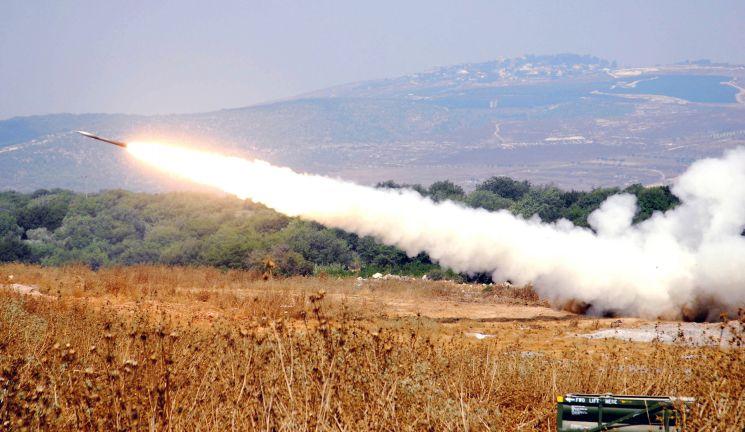 Photo of صواريخ من لبنان على إسرائيل والاحتلال يرد واليونيفيل تتدخل