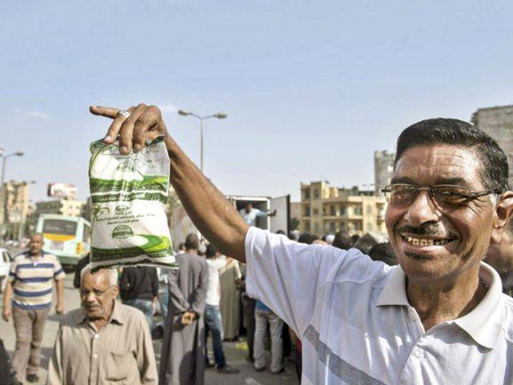 Photo of السيسي يعترف بتدهور الأوضاع الاقتصادية في مصر