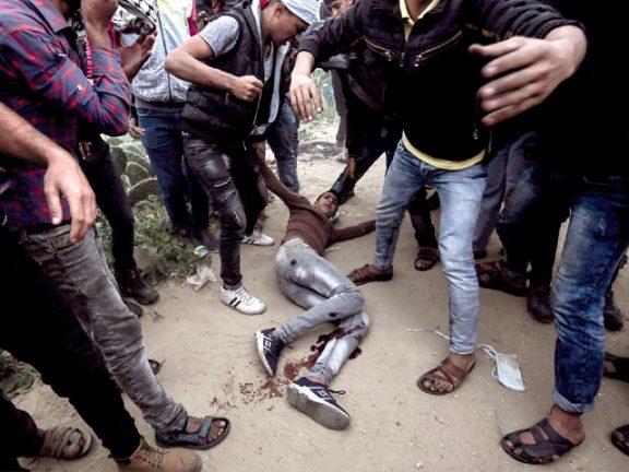Photo of استشهاد فلسطيني وإصابة العشرات في مواجهات مع الاحتلال