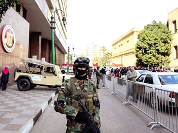 Photo of السيسي يعيد هيكلة المخابرات ويخطط لعزل 40 ضابطاً