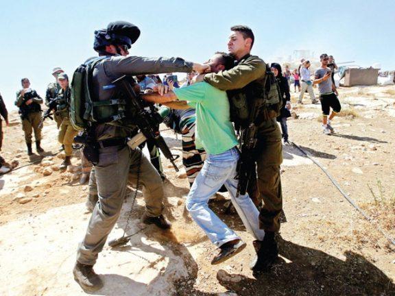 Photo of الاحتلال يعتقل 13 فلسطينياً ويجرف الأراضي بغزة