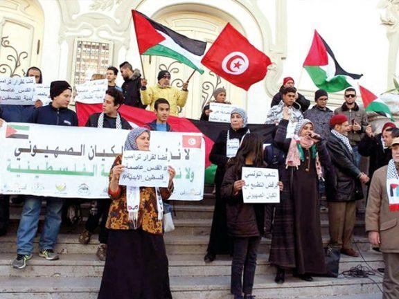 Photo of تونس: وقفة تضامنية مع الفلسطينيين رفضاً لإعلان ترامب