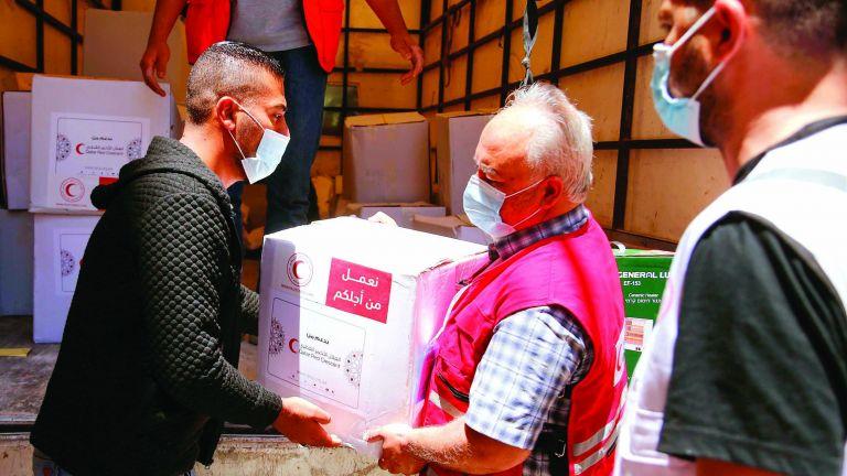 Photo of الهلال الأحمر يقدم مواد طبية وإغاثية ل 60 ألف فلسطيني