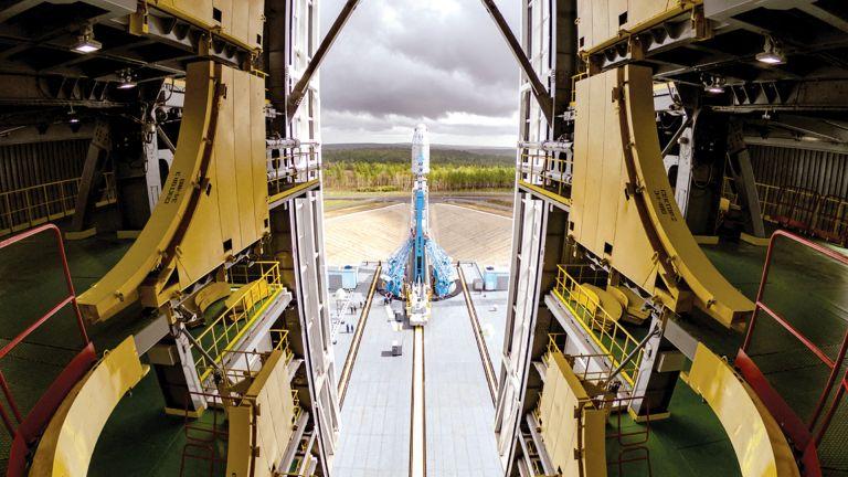 Photo of صاروخ روسي يحمل 36 قمرًا اصطناعيًا