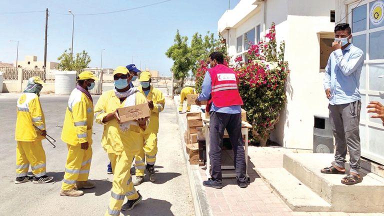 Photo of 20 ألف عامل يستفيدون من مساعدات الهلال الأحمر الغذائية