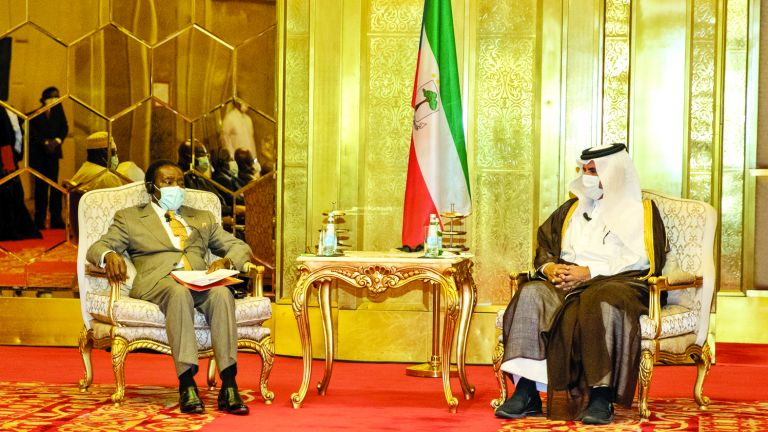 Photo of رئيس غينيا الاستوائية يدعو القطريين للاستثمار في بلاده