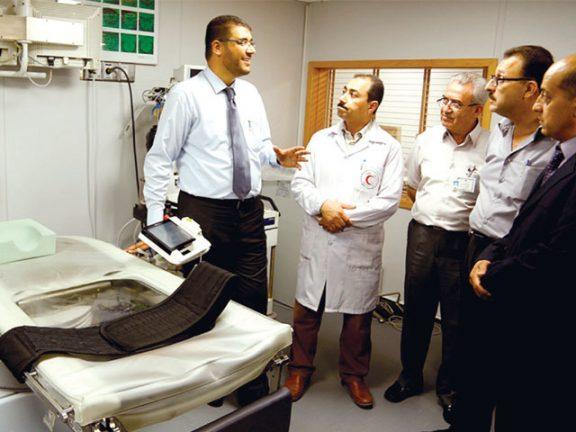 Photo of الهلال الأحمر يفتتح قسمي جراحة القلب والأشعة في غزة