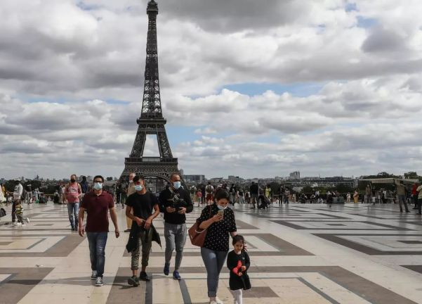 Photo of فرنسا تسمح بدخول السياح المطعمين اعتبارًا من 9 يونيو الجاري