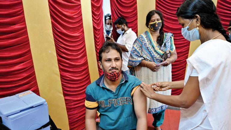 Photo of الصحة العالمية تشكو من نقص اللقاحات لآلية «كوفاكس»