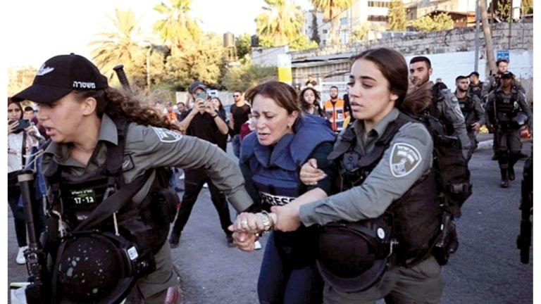 Photo of إسرائيل تعتقل مراسلة الجزيرة جيفارا البديري