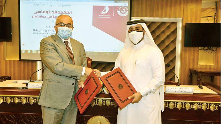 Photo of المعهد الدبلوماسي وجامعة حمد بن خليفة يعززان التعاون
