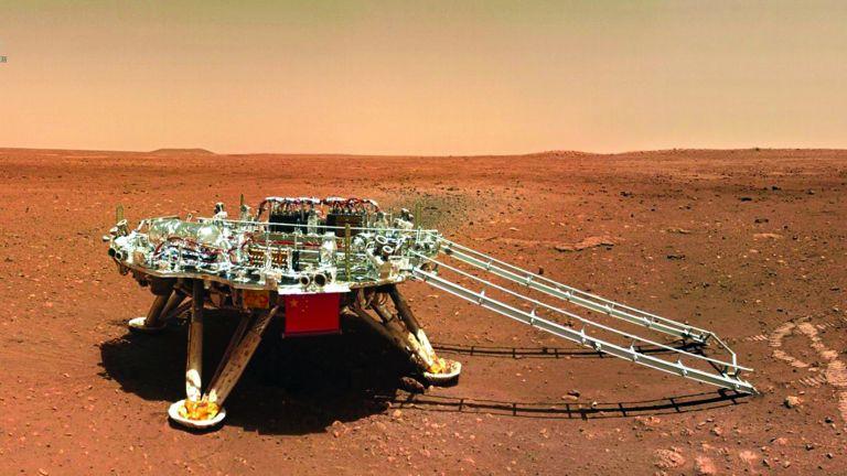 Photo of الصين تترك «بصمتها» وترفع علمها على سطح المريخ