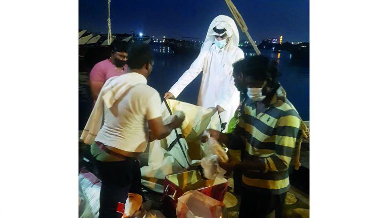 Photo of توزيع أكياس صديقة للبيئة على الصيادين