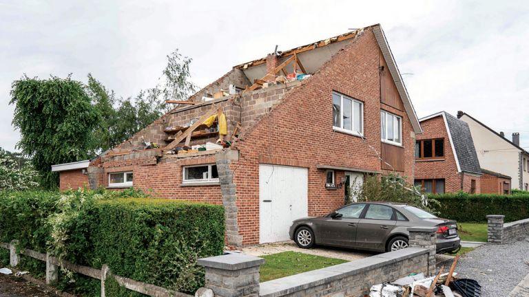 Photo of 17 مصابًا بإعصار في بلدة بلجيكية