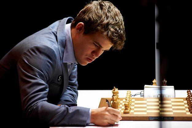 "Photo of تأهل النرويجي ماغنوس بطل العالم إلى ثمن نهائي بطولة ""كتارا"" الدولية المفتوحة الثانية للشطرنج"