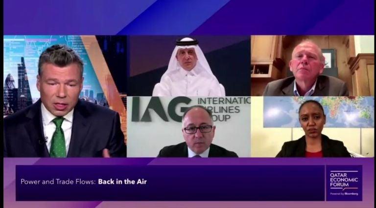 Photo of الرئيس التنفيذي للخطوط الجوية القطرية يؤكد الحرص على الحد من الانبعاثات
