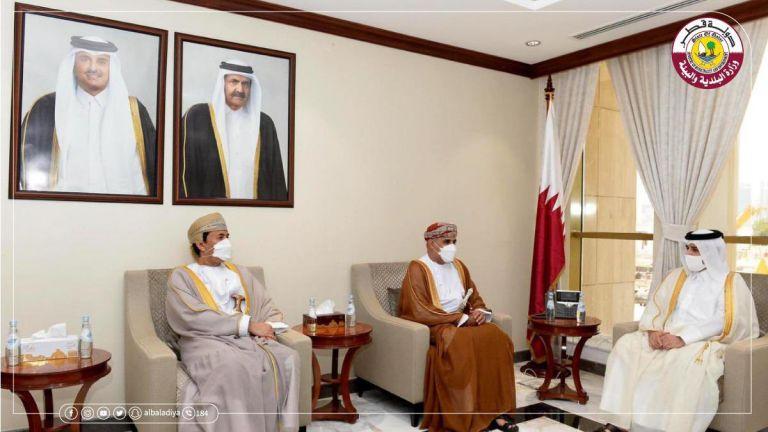 Photo of وزير البلدية والبيئة يجتمع مع وزير الإسكان العماني