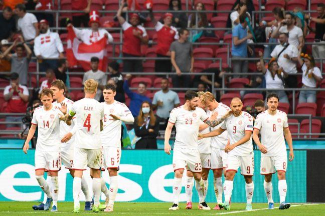 Photo of الدنمارك أول المتأهلين إلى ربع النهائي برباعية نظيفة ضد ويلز