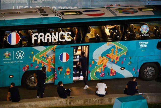 "Photo of الصحف الفرنسية بعد خروج منتخبها من كأس أوروبا: ""خيبة كبرى"" و ""فشل ذريع"""