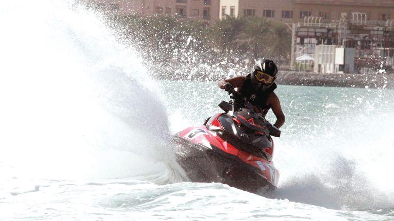 Photo of صراع الدراجات المائية يعود إلى شاطئ كتارا